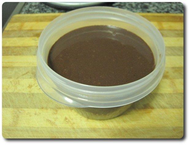 Y ya está, ya tenemos lista nuestra crema de cacao con avellanas. Ganará en consistencia si lo guardamos unas horas en la nevera en la parte menos fría. Buen provecho internautas ;-)
