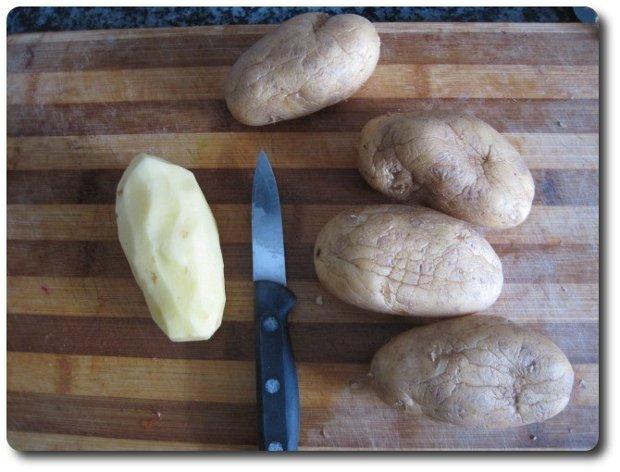 Vamos a pelar 4-5 patatas. Si son grandes puede llegar con 4.