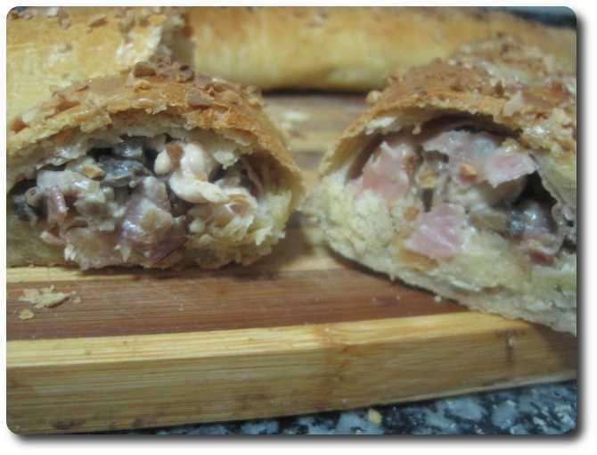 Y ya está. Ya tenemos listas nuestras empanadas de pollo estilo Akelarre, preparadas para ir cortándole rodajas. Buen provecho, internautas ;-)