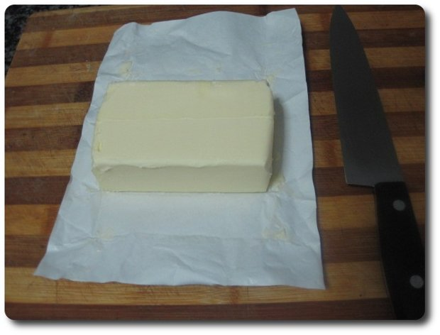recetasbellas-pastel-cocacola-03feb2015-09 Tomamos unos 250 gr. de mantequilla y los derretimos en el microondas, por ejemplo.